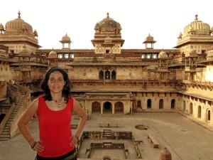 En el Palacio de Orccha, India, un país donde se pusieron malos dos veces por la comida, a pesar de lo cual nos recomienda ir.