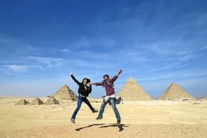 Una divertida imagen en las pirámides de Giza, en Egipto.
