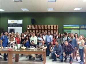 El numeroso grupo internacional de alumnos fue àtendido por la corporación rocianera