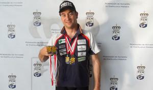 Rubén Gutiérrez, con las medallas obtenidas en Tomelloso.