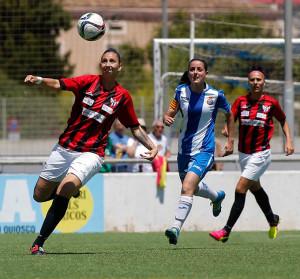 Sandra se dispone a despejar un balón durante el partido de este domingo. / Foto: www.lfp.es.