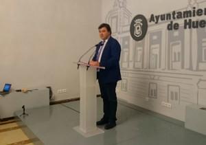 El alcalde de Huelva, Gabriel Cruz, anuncia el inicio del proceso de expropiación del Recre. / Foto: Manu López / @Albiazules.