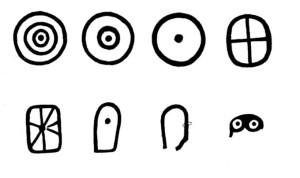Junto a los círculos aparecen otras formas, como el sol y la luna, lo que ha hecho pensar en el sistema solar. / Foto: Catálogo exposición 'El Megalitismo en Huelva'.