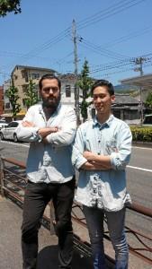Carlos, con su mejor amigo japonés.