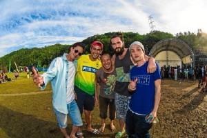 Con amigos japoneses en un festival de música celebrado en Tokio.