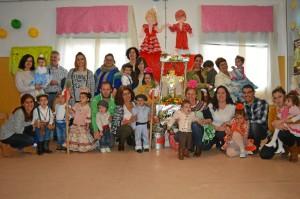 Los más pequeños de Punta Umbría celebran una particular romería en honor a la Santa Cruz.
