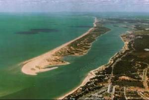 Estuario del río Piedras y la flecha de Nueva Umbría.