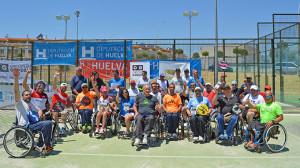 Participantes en el I Torneo de Pádel Adaptado de Aljaraque Ortopedia Gordillo.