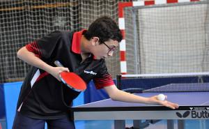 En Infantil venció el jugador del CTM Ayamonte, Jesús Gómez. / Foto: J. L. Rúa.