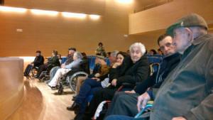 Algunos de los mayores presentes en el acto de presentación del libro.