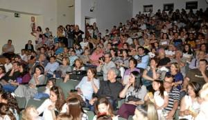 El acto contó con un gran número de público.