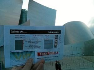 Yendo a un concierto en el Disney Hall de Los Ángeles, en el que participaba el guitarrista onubense José Luis Rodríguez.