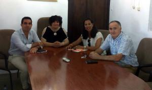 El candidato se ha reunido con la alcaldesa de Cumbres de San Bartolomé.