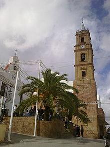 Nació en Villanueva de los Castillejos.