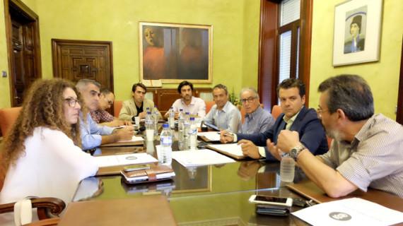 La Mesa del Comercio Tradicional aborda las necesidades del sector en materia de seguridad, movilidad y aparcamientos