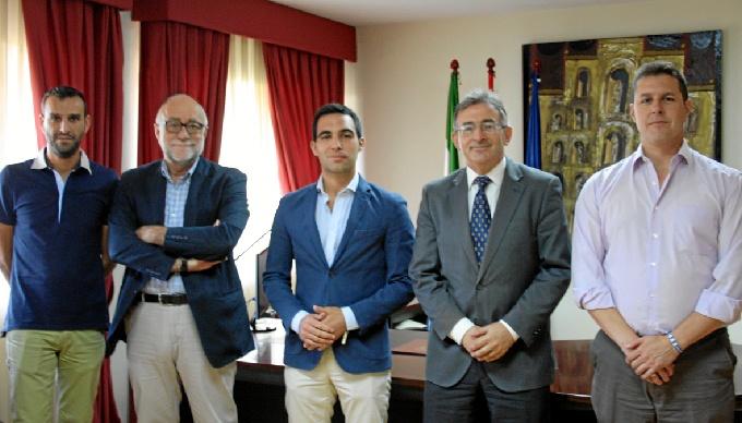 Un momento del encuentro entre Ciudadanos y rector de la UHU, Francisco Ruiz.