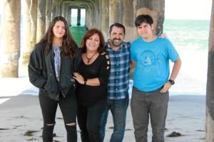 La foto más reciente de su familia al completo, en Manhattan Beach, al lado de Santa Mónica.