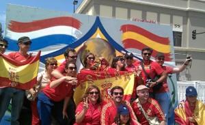 Viendo la final del mundial en Pasadena, con parte de la colonia española.