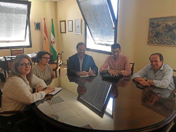 Momento del encuentro que ha reunido a representantes de la FOE y de UGT.