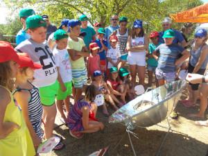 Clase de cocina solar en El Granado.