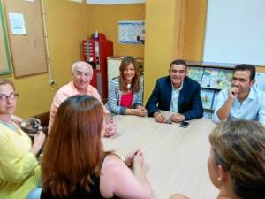 Un momento de la visita al CEIP Romero Macías de Aroche.