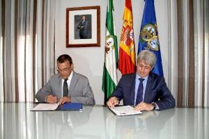 Firma del convenio entre Diputación y CEPSA.