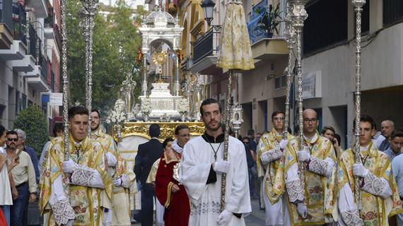 La Hermandad de la Esperanza realizó la procesión Eucarística por las calles de su feligresía