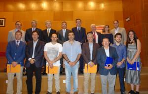 Los premiados junto a las autoridades asistentes.