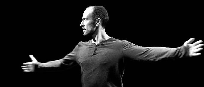 Daniel Rosado, un bailarín onubense que ha actuado en escenarios de todo el mundo junto a compañías de reconocido prestigio