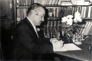 Durante toda su vida compaginó su trabajo como médico con una gran actividad intelectual. / Foto: Pedro Feria.