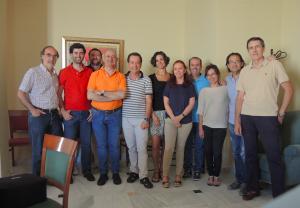 En esta imagen con miembros de la junta directiva de la Sociedad Andaluza de Enfermedades Infecciosas