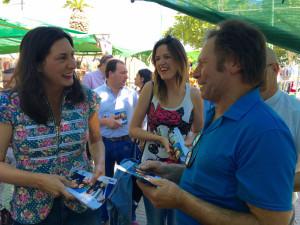 reparto electoral en el mercadillo de Valverde del Camino