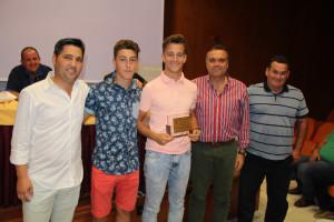 El alcalde de La Palma entregó una placa a los jugadores.