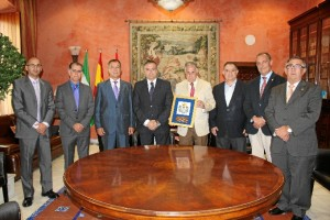 Un momento del homenaje que se la ha rendido a Enrique Pérez Vigueras en La Palma del Condado.