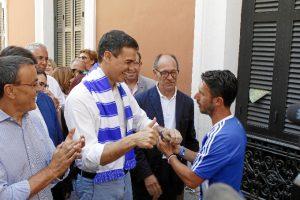 Pedro Sánchez se ha interesado por la situación del Recreativo y se ha comprometido a colaborar con la campaña. / Foto: José Rodríguez