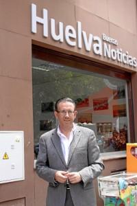 El candidato socialista al Senado, en la sede de 'Huelva Buenas Noticias'. / Foto: José Rodríguez.