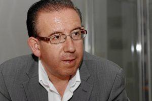 El alcalde de Aracena explica las propuestas del PSOE de cara al 26J. / Foto: José Rodríguez.