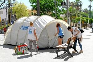 Campamento instalado junto a la Casa Colón de Huelva.