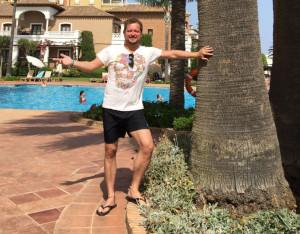 El humorista y presentador pasa unos días de descanso en Ayamonte.