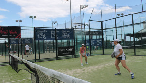 El cuadro femenino copó la atención en el segundo día del Torneo Adarsa Sur de pádel.