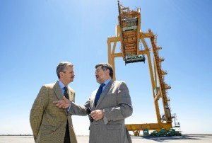 Visita del consejero de Economía de la Junta de Extremadura al Puerto de Huelva.