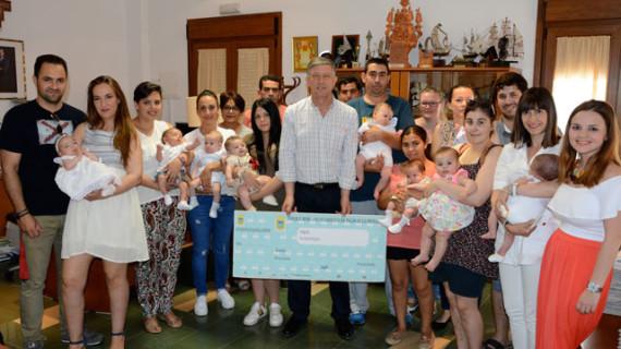 Palos de la Frontera entrega nueve cheques bebés y cuatro cheques vivienda