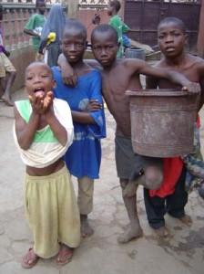 El onubense lucha por dar a estos niños una vida mejor.