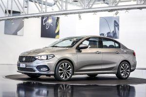 El Fiat tipo es uno de los modelos presentes en la exposición del concesionario