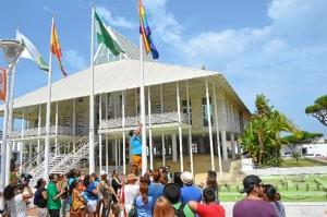 Un momento del acto del izado de la bandera arcoíris en Punta Umbría.
