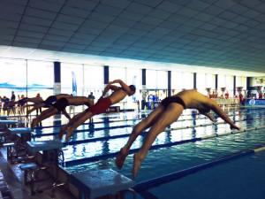 Mucho interés despertó el arranque de la natación en la piscina del Andrés Estrada.