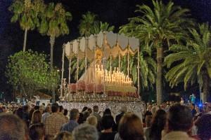 La procesión estuvo precedida por un traslado el viernes.