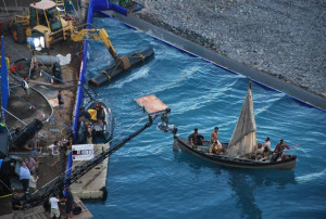 Rodaje de una película en el mar. / Foto: cinefagosanonimos.blogspot.com