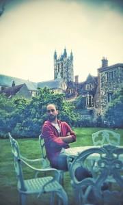 El onubense, licenciado en Comunicación Audiovisual, reside en Canterbury desde 2014.