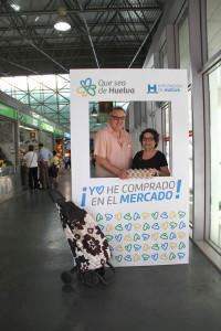 Acto de la campaña en la plaza de abastos de Huelva.
